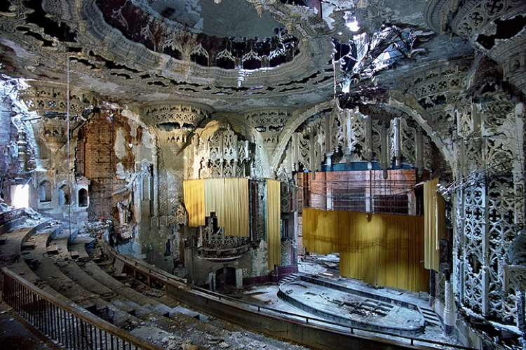 detroit-theater-ruins